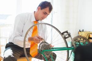 Homme au vélo recrutement Loudéac